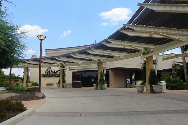 Shopping and Dining at La Cantera