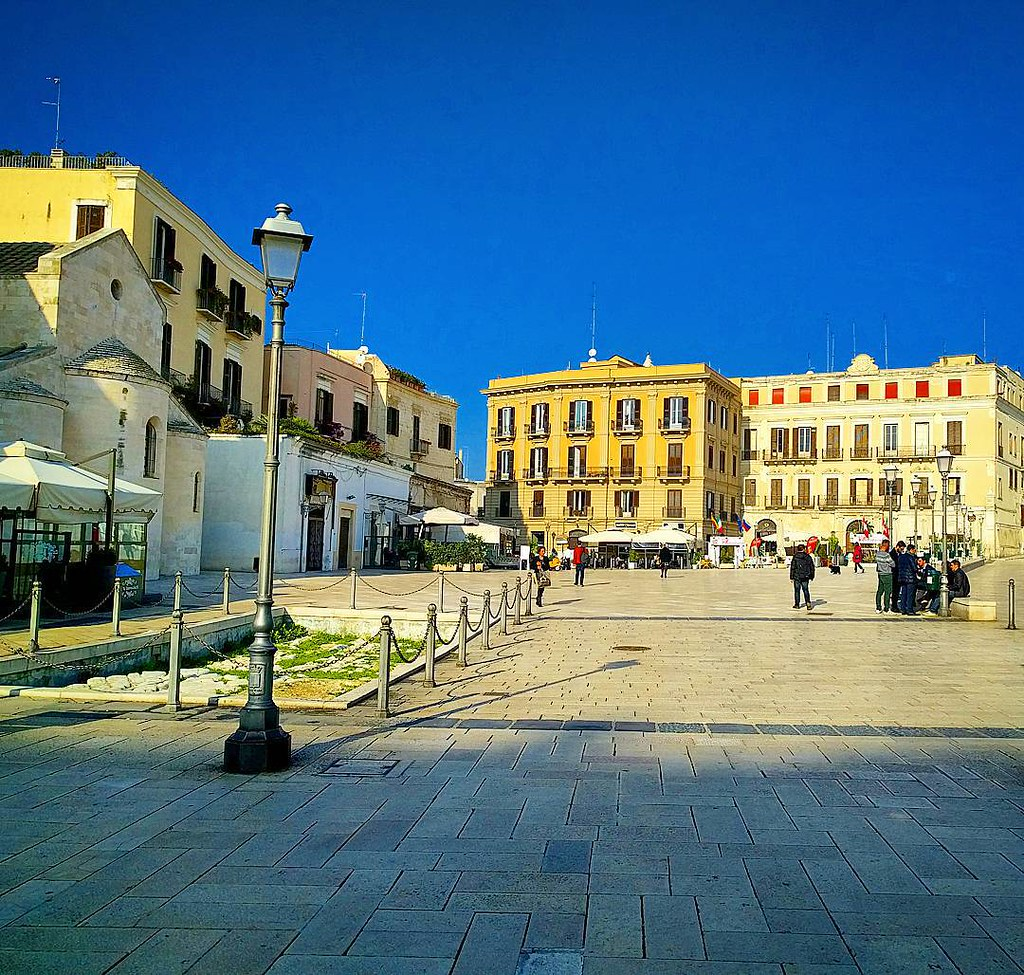 Piazza del Ferrarese, Bari Vecchia
