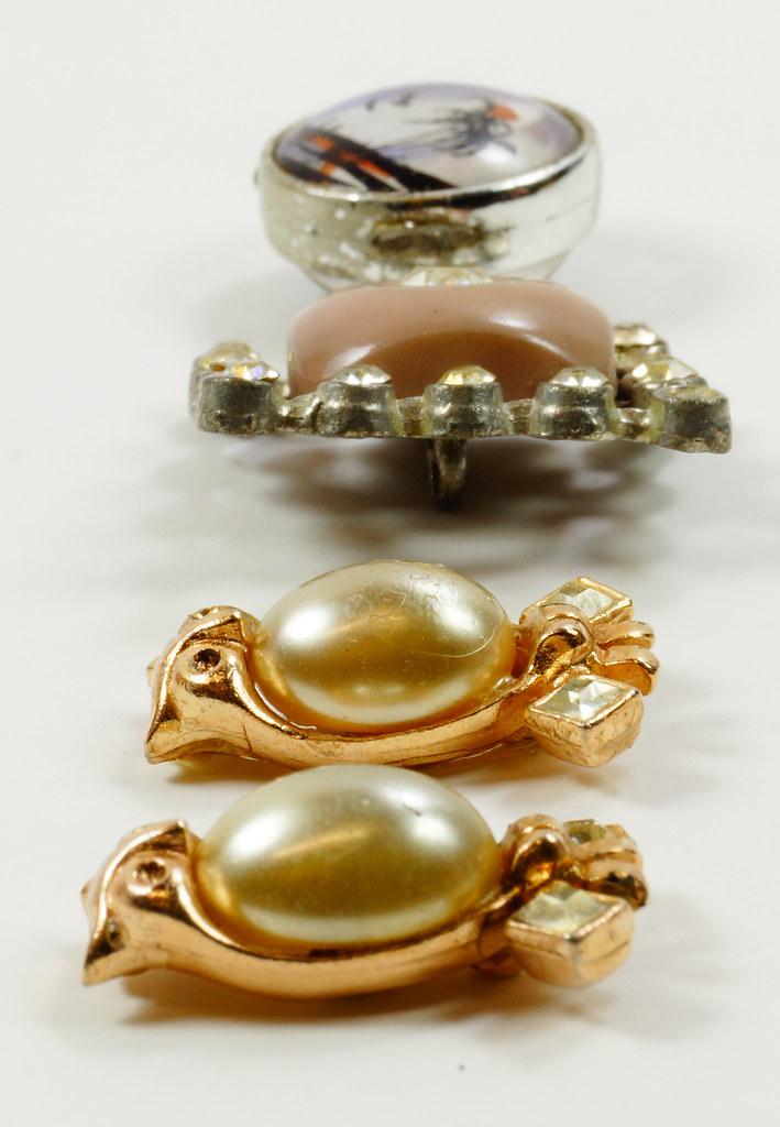 RD7036 Assorted Vintage Costume Jewelry Pieces - Unique DSC09322