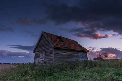 sunset shed salisburyplain wiltshire farmersshed abandondedshed plain sun purplesky autumn uk countryside country orangesky clouds grass green woodshed weathered derelict scrubland england english
