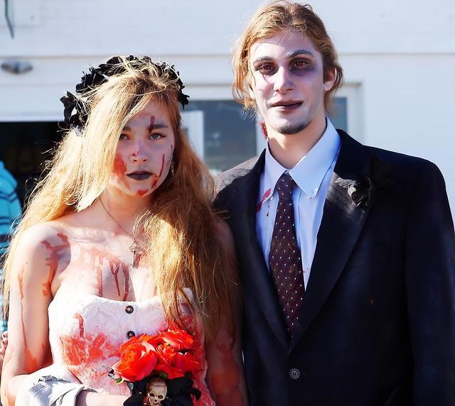 Zombie Prom Couple