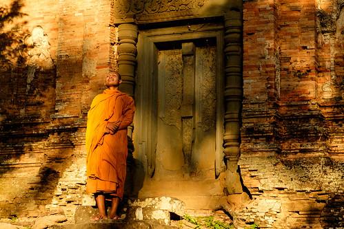 temple asia cambodia monk location kh siemreap rolous prasatbakong