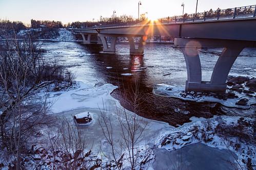 winter sunset snow minnesota river us unitedstates mississippiriver saintcloud stcloud 2ndstreet 9thavenue lionspark bentoncounty saukrapids stearnscounty saukrapidsregionalbridge