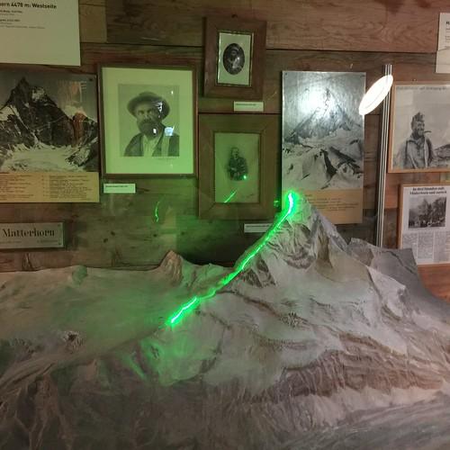 De route over de Hornligraat bij de eerste (succesvolle) beklimming van de Matterhorn (Matterhorn museum te Zermatt)