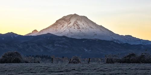 mtrainier mountain sunrise landscape nature buckley pacificnorthwest canoneos5dmarkiii canonef100400mmf4556lisusm washington johnwestrock