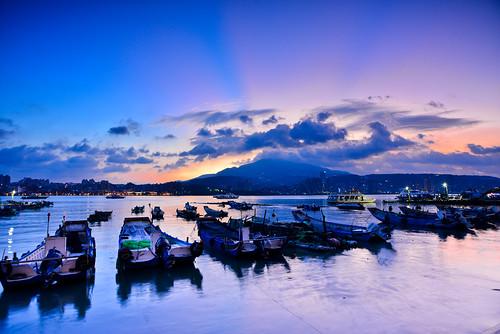 bali sunlight clouds sunrise pier boat dock taiwan rays 台灣 晨曦 日出 碼頭 漁船 霞光 八里渡船口 newtaipei 新北市 八里區