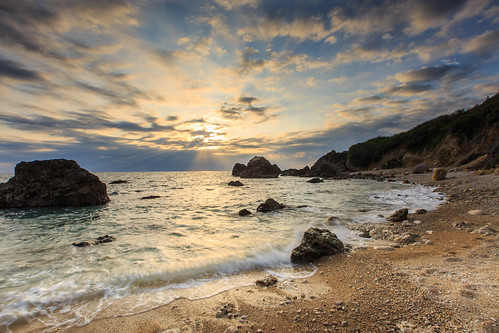 sunset kaohsiung 夕陽 海岸 日落 西子灣 6d 岩石 雲彩 海灘 高雄市 星芒 斜射光 ef1635mm