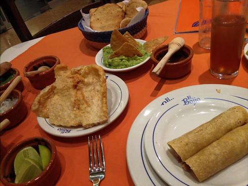 Tacos, chincharón, guacamole e michelada.   by Lu Monte