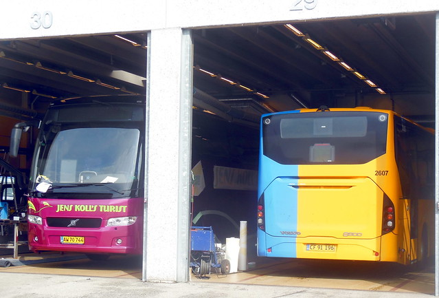 2007 Volvo B12B newly painted + 2011 Volvo B7RLE Keolis 2607 in for repairs