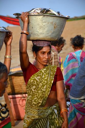 india puri odisha asienmanphotography womencarryingfishbowlonhead