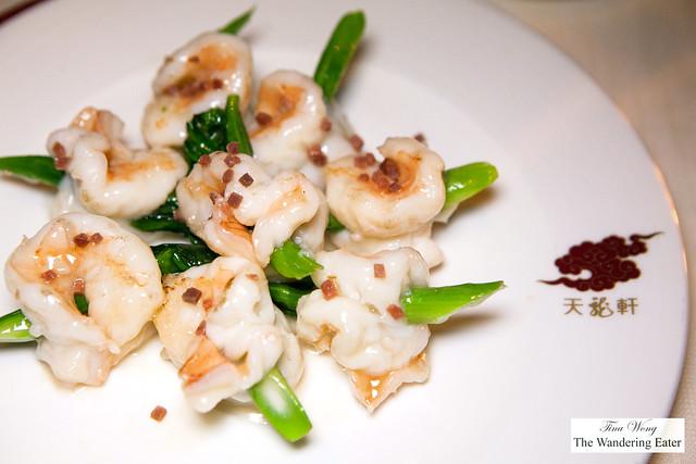 Sautéed prawn skewed with Jin Hua ham and vegetable (金腿碧玉簪蝦球)