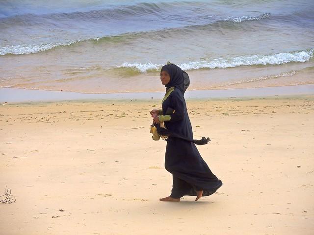 Tanzania (Zanzibar) Happy of walking barefoot in the sand