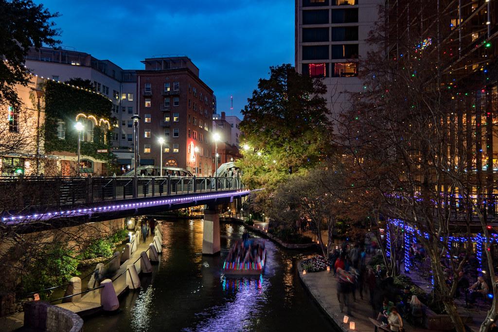 San Antonio Riverwalk During Christmas.San Antonio Riverwalk At Night During Christmas Nan