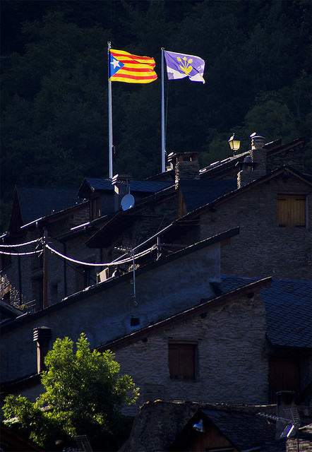 L'estelada sobre Ribera / Our freedom flag flying in the Pyrenees