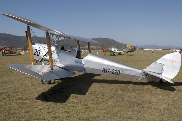 VH-SNR/A17-220 De Havilland DH-82A Tiger Moth