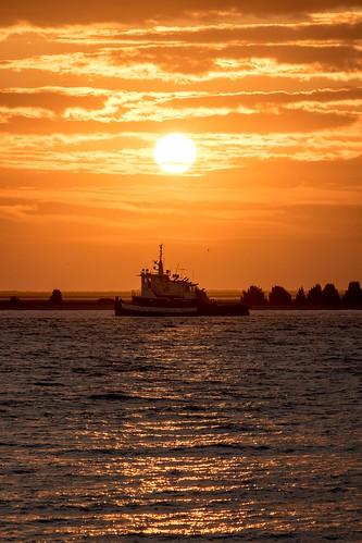 southport sunrise tugboat capefearriver brunswickcounty southportpier canon eos canoneos7dmarkii canonefs55250mmis