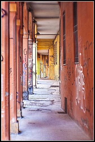 Bologna in agosto: via Dei Bibiena