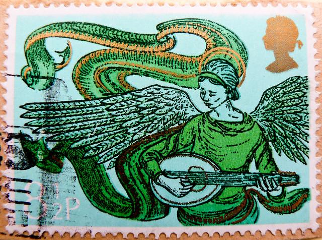 beautiful xmas stamp GB Great Britain 8.5p (music playing angel) Christmas navidad sello noel timbre Great Britain United Kingdom stamps jul frimerker poste-timbres Grande-Bretagne sellos selos GB Briefmarken Grossbritannien England porto franco francobol