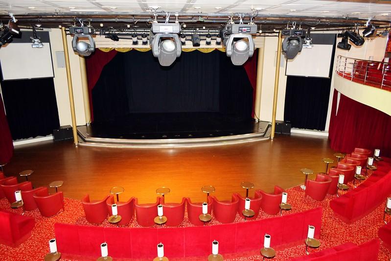 Niveau supérieur de l'ATLANTIK SHOW, la salle de spectacle de 400 places - Visite du paquebot AMADEA - Bordeaux, 16 septembre 2015