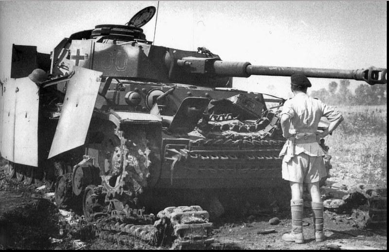 Vernietigd Tank Pz.Kpfw.IV