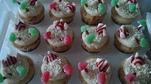 http://julijacklincupcakes.blogspot.com/2016/12/snowball-elf-cupcakes.html?m=1