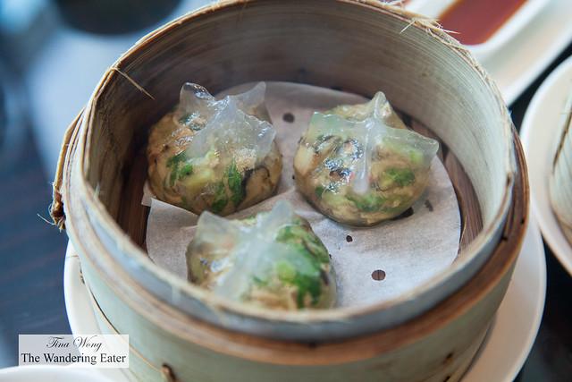 Steamed dumplings with peanuts,.dried daikon radish and pork 潮州蒸粉粿