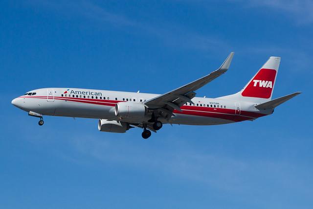 American Airlines Boeing 737-800 N915NN