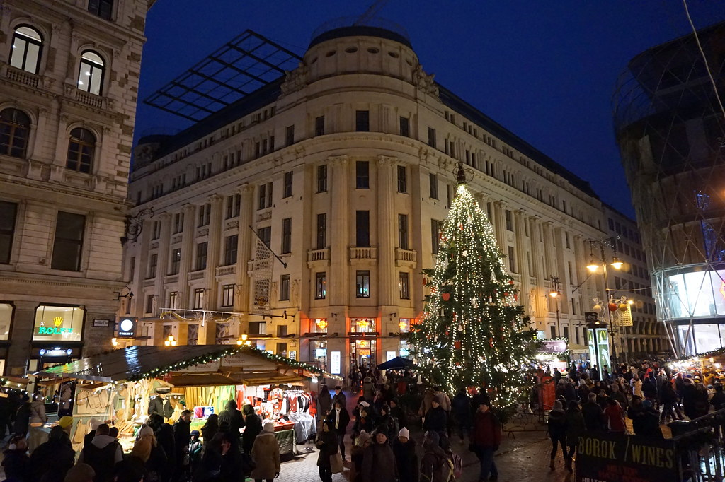 Vorosmarty Square Budapest Christmas Market.Christmas Market At Vorosmarty Square Budapest Matt