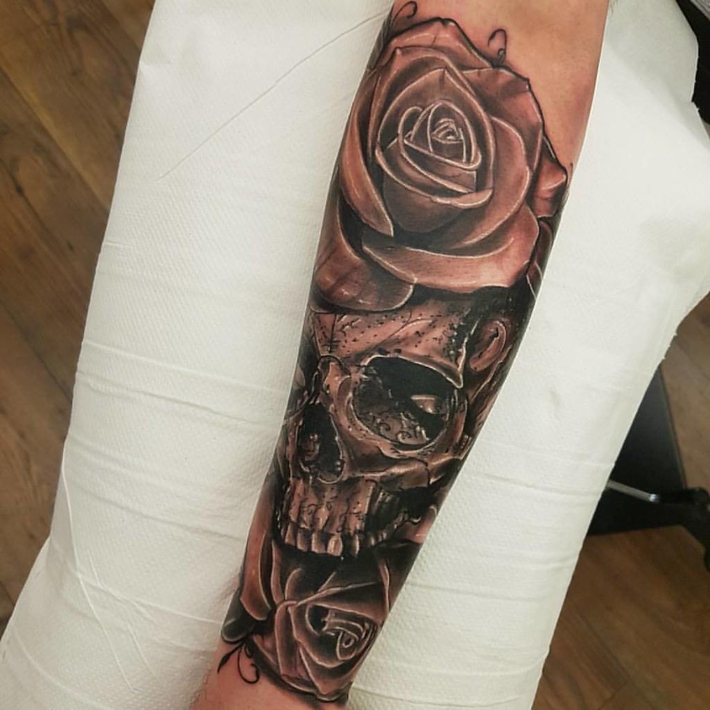 21471d99e By Guerra Stinger @guerrastinger # Tattoo sleeve in progress. Skull, roses  tattoo. By Guerra Stinger @guerrastinger #