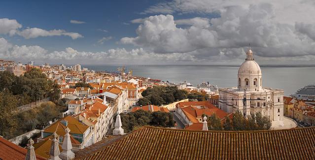 RUS22377(Lisboa - View from Igreja de Sao Vicente de Fora)