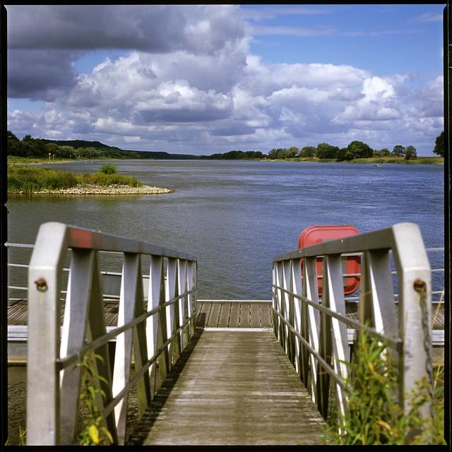 Blick über die Elbe an einem wunderschönen Sommertag (EXPLORED)