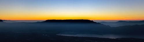 sky ciel mountain montagne red orange panorama pano panoramic landscape paysage nature extérieur outside sunset coucherdesoleil france isère aixlesbains chambery alps alpes crépuscule