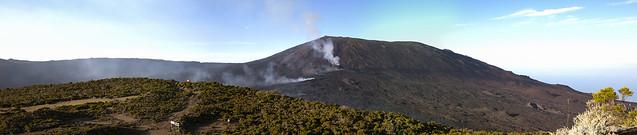 Panoramique du Piton de La Fournaise en activité