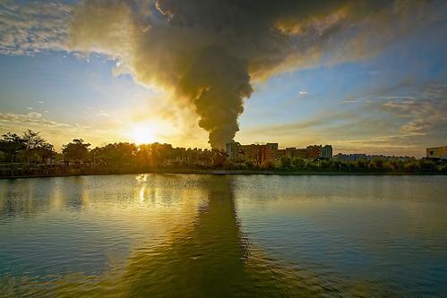 2017 01 jan 一月 sunset dusk smoke fire 日落 夕照 黃昏 埤塘 公園 茄苳埤塘公園 bade 八德 pond park