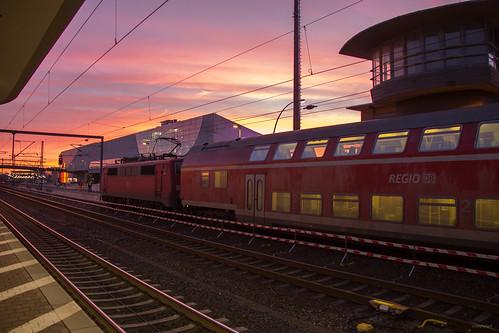 sun sunrise br bahnhof db hauptbahnhof 111 re bahn sonnenaufgang wolfsburg braunschweig regio nahverkehr dosto br111