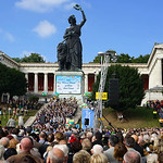 Am zweiten Wiesn-Sonntag findet traditionell das Standkonzert der Blaskapellen zu Füßen der Bavaria statt. Wiesn-Webcam - Bavaria: http://www.oktoberfest.de/de/webcam/live/bavaria/