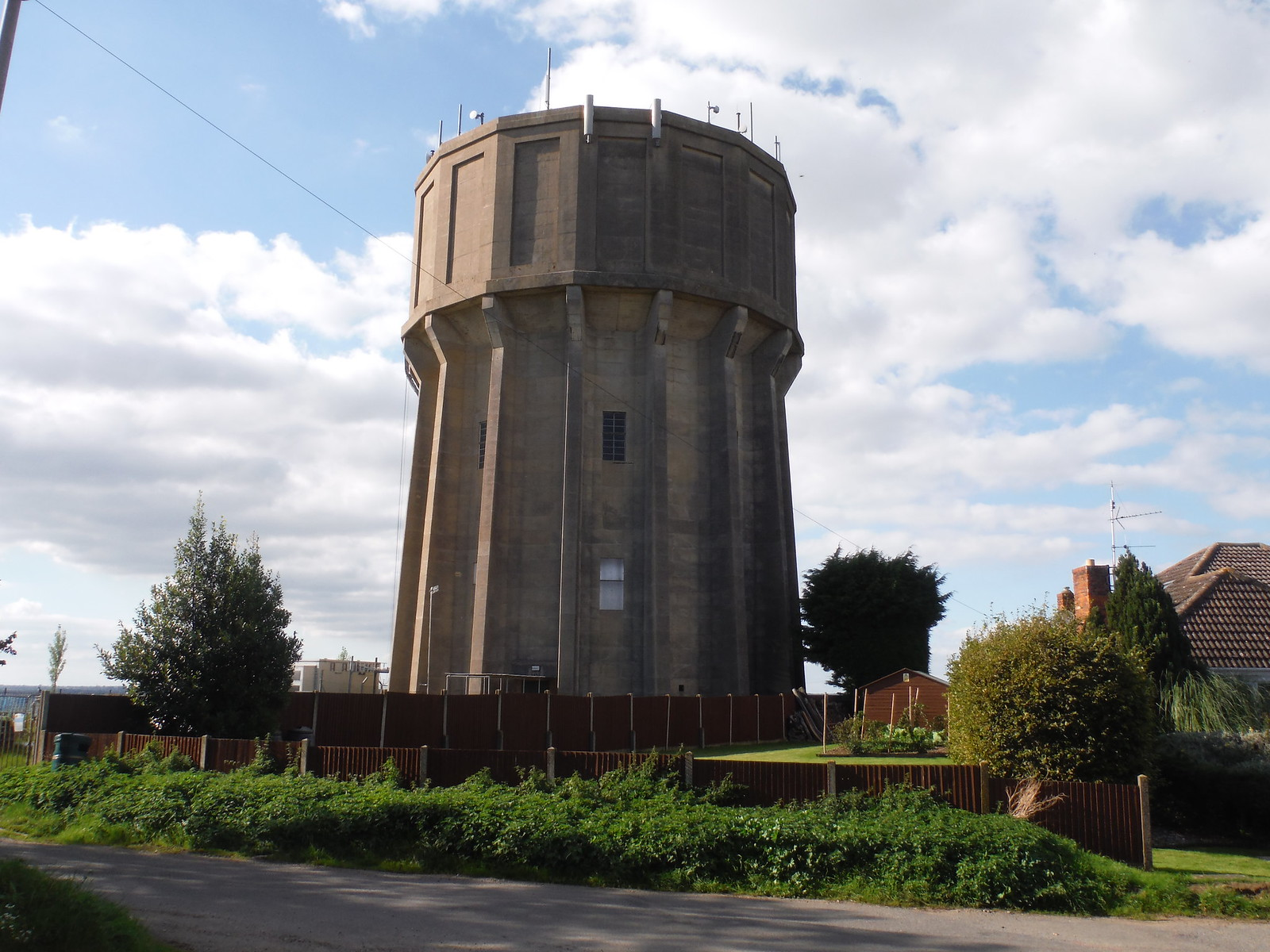 Pulloxhill Water Tower SWC Walk 230 Harlington to Flitwick