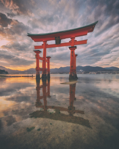 sunset reflection japan gate cloudy tide low hiroshima miyajima lowtide torii arcreyes