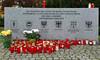 Die Wappen der Landsmannschaften am Vertriebenendenkmal (1). Zu Fuß und auf Planwagen sind sie in Richtung Westen geflüchtet.