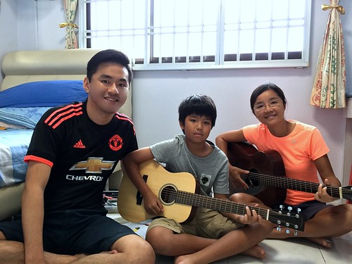 Group guitar lessons Singapore Justin Alice