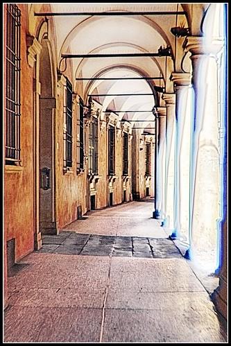 Bologna in agosto: via Castiglione