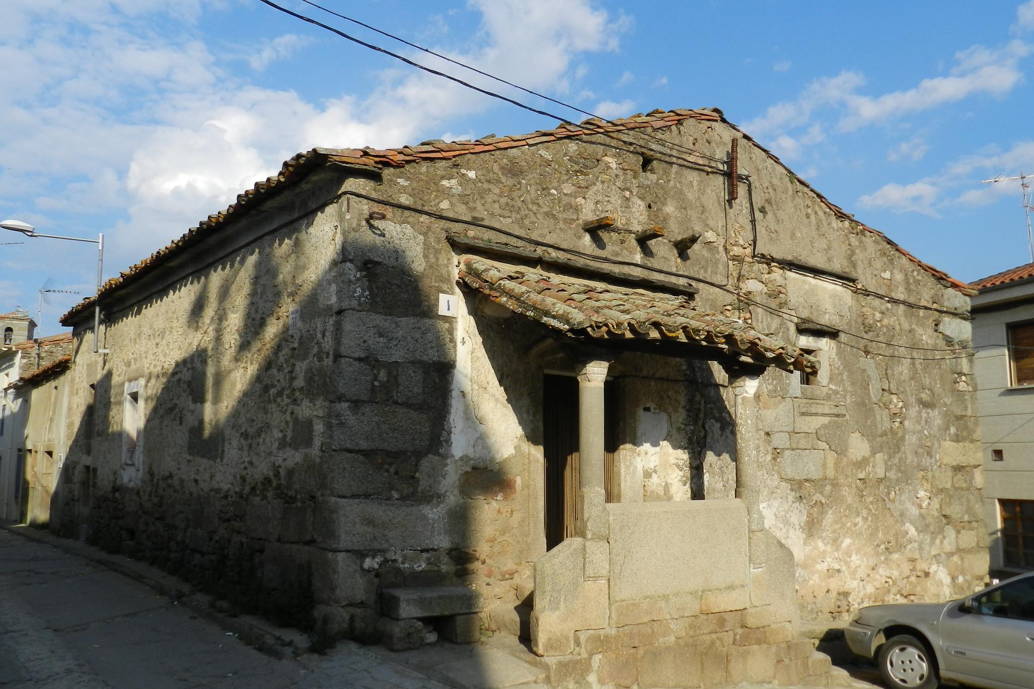 Casa antigua de piedra con porche Hinojosa de Duero Salamanca