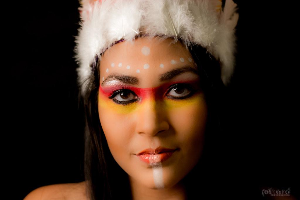 A tribo Guarani é a tribo com mais índios atualmente, cerca de 50 mil índios... Os Guarani vivem também no Paraguai, Bolívia e Argentina.  #hardphotographia #mulheresdepindorama #portrait #portraitfestival #makeup #indian #native #brazilianindian #culture