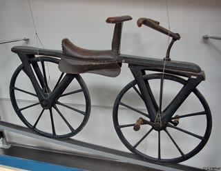 1820 - Laufmaschine nach Drais mit Tretkurbel