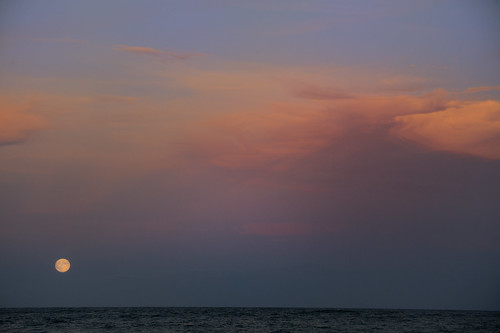 ocean sea sky moon night clouds lowlight nikon full moonrise nikkor 70300mm easthampton capturenx2 supermoon