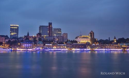 germany deutschland alemania allemagne germania hamburg port harbour hafen blue hour twilight illumination cruise days elbe