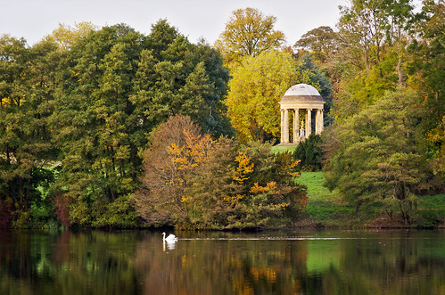uk autumn england peace buckinghamshire tranquility autumncolors stowe tranquil eng landscapegarden rotondo stowelandscapegardens autumngarden