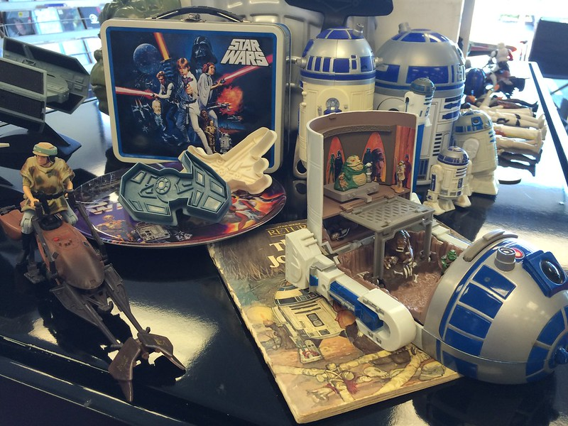 R2D2 toys, lunchbox and Ewok book