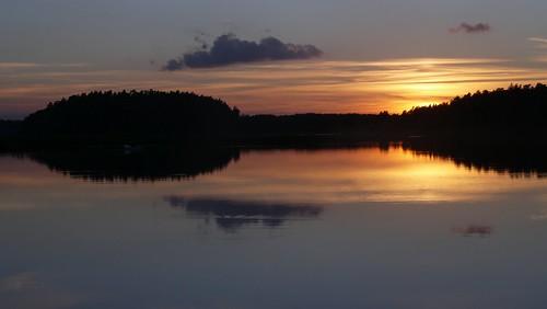 zachód słońca jezioro woda las puszcza mgła chmury fog sunset clouds lake water forest village summer lato poland polska podlasie