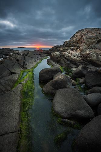 ocean blue sunset sea cliff sun seaweed green weather clouds dark evening coast twilight rocks purple sweden path stones horizon curves overcast rays kungsbacka canon6d valdasandö